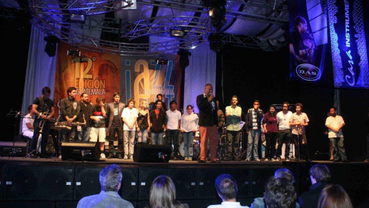 BecariosJazzfest2012